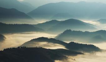 silhouettes de montagne photo