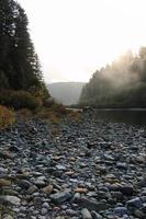 lit de rivière des montagnes rocheuses photo