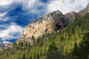 aire de loisirs nationale des montagnes de printemps photo