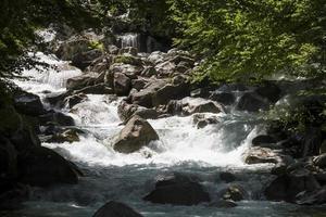 ruisseau de montagne dans les Pyrénées françaises.