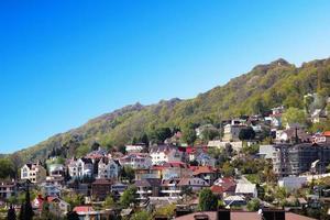 pittoresque village de montagne en russie photo