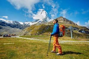 randonneur dans les montagnes photo