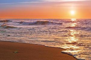 lever du soleil sur l'océan pacifique. photo