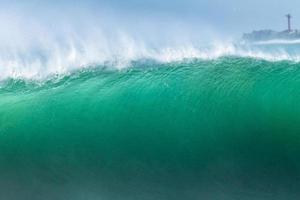 la vague de l'océan gonfle photo