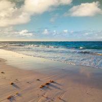 paysage de lever de soleil coloré. océan atlantique, république dominicaine photo