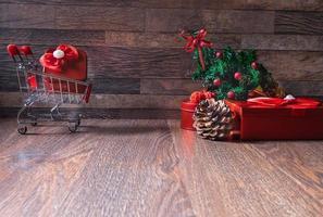 cadeaux de Noël sur fond de bois photo