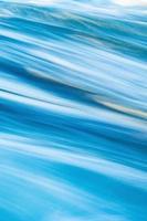 longue exposition des vagues de l'océan photo