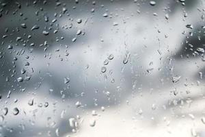 gouttes de vidange sur une fenêtre