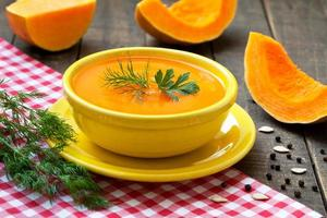 soupe à la crème de potiron fraîche photo