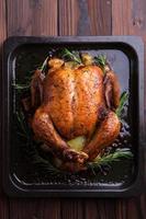 poulet entier rôti / dinde pour la fête et les vacances photo