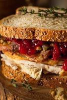 sandwich de Thanksgiving restes faits maison