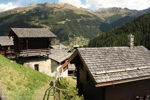 village de grimentz dans le val d'Anniviers photo