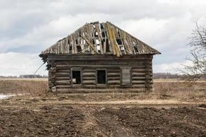 maison en bois centenaire a survécu à leurs propriétaires photo