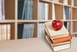 livre, pomme, pile photo