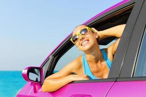 chauffeur de voiture heureux photo