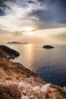coucher de soleil sur l'île hydra photo