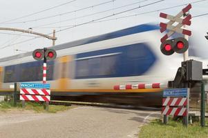 train au passage à niveau
