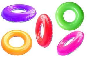 anneaux de bain en plastique colorés photo