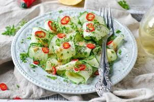 salade au concombre, poivron et graines de pavot
