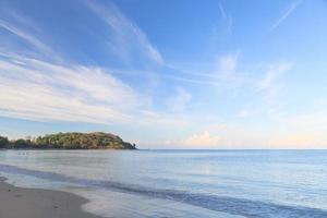 plage et ciel bleu