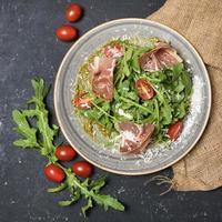 salade de roquette et pancetta