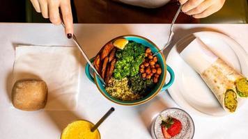 plat de brocoli avec wrap photo