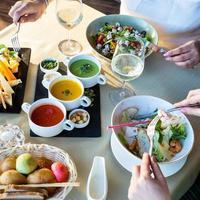 déjeuner salade et soupe photo