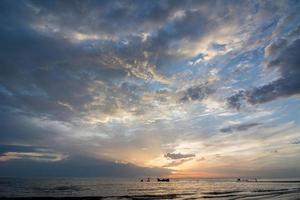 coucher de soleil au-dessus de la mer néerlandaise photo