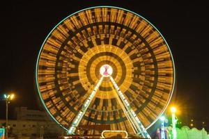 parc d'attractions de nuit - grande roue