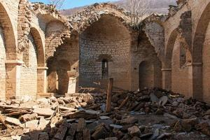 Intérieur de l'église submergée du lac de Mavrovo, Macédoine photo