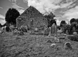 cimetière en noir et blanc