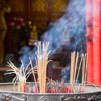 four à encens avec bâton de fumage