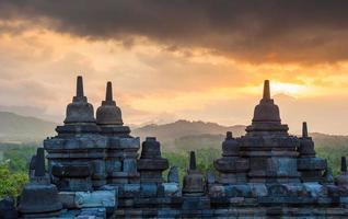 Temple de Borobudur au lever du soleil, Java, Indonésie