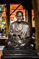 Statue de moine bouddhiste phra buddhacharn toh phomarangsi