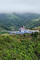 église sur la colline photo