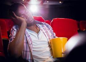 jeune homme, dormir, dans chaise photo