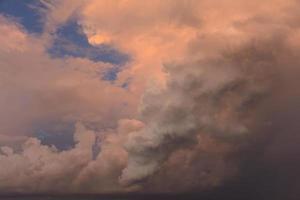 nuages d'orage sombres