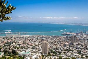 mer méditerranée et ville de haifa