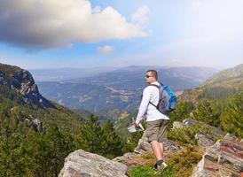 sur un rocher dans le parc national au portugal photo