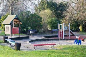 aire de jeux dans le parc photo