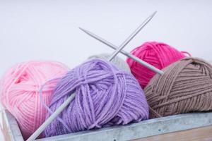 tas de laine à tricoter photo