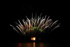 feux d'artifice dans le ciel nocturne