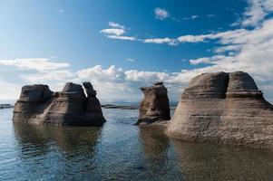 monolithes sous un beau ciel bleu à mingan