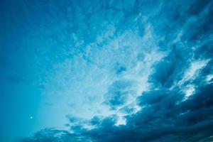 fond de nuages de ciel bleu