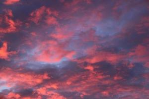 beau ciel de lever de soleil avec des nuages.