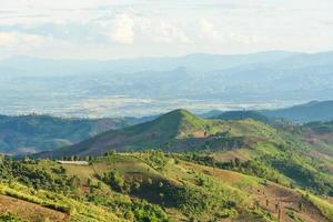 été, montagnes, herbe verte, et, ciel bleu, paysage photo