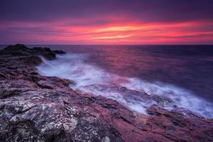 lever de soleil rocheux photo