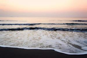 lever de soleil sur la plage photo