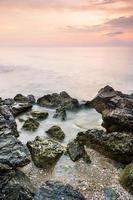 île de beauté au crépuscule photo