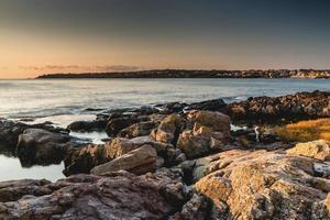 l'aube sur la mer. photo